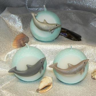 Delfin auf Kugel